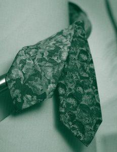 服装スタイルの「謎・不思議」: ネクタイにはなぜシルク素材が多いの?