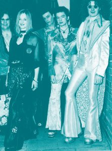 年代別『流行ファッション』物語:華やかな衣装とメイクを特徴とするロック・ファッション